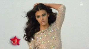Alisar Ailabouni beim Shooting / Quelle: red!