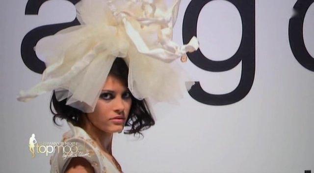 Alisar Ailabouni bei GNTM Folge 2 für Anja Gockel